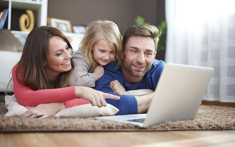 family-celebrates-better-credit-together