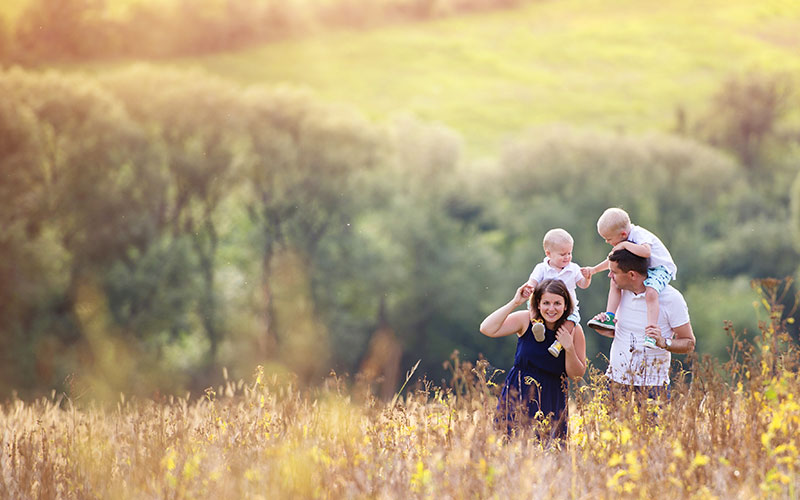 good-credit-happy-family