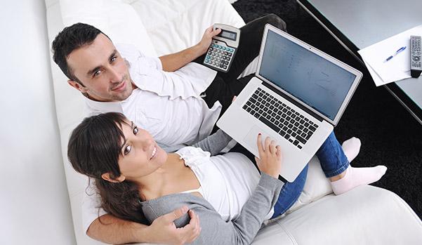 young-couple-checks-their-credit-scores